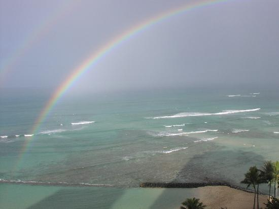 Aston Waikiki Circle Hotel: View from balcony of ocean view