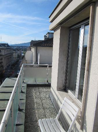 Suisse Hotel: Balkon Zi 609 mit Blick bis zum See / Jet d'eau