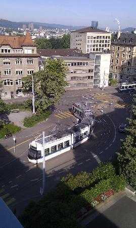 Leoneck Swiss Hotel: trams passing underneath Room 503