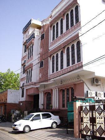 Rajputana Haveli: Hotel frontage