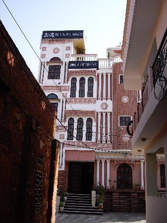 รัจปูตนาฮาเวลิ: Hotel frontage