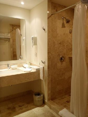 Ocean Breeze Riviera Maya Hotel: again, nothing fancy but very clean