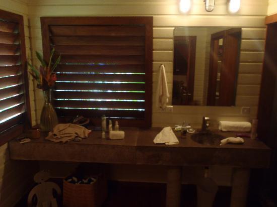 Pagua Bay House Oceanfront Cabanas : Pagua Bay Cabana #4 bathroom