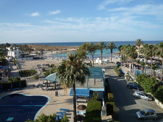 Anonymous Beach Hotel: Sandy Bay