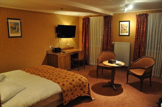 Panorama Hotel: chambre+grande salle de bain+wc