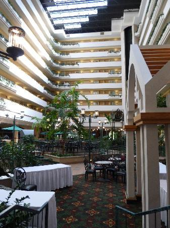 Embassy Suites by Hilton Greenville Golf Resort & Conference Center: Innenhof