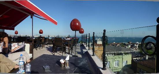 Tria Hotel: esta es la terraza, muy agradable