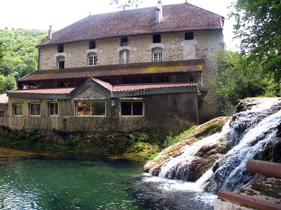 Castel Damandre: La petite cascade