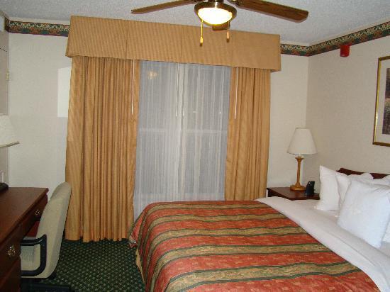 Homewood Suites by Hilton Dallas-Arlington: Bedroom
