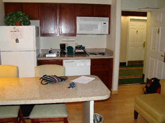 Homewood Suites by Hilton Dallas-Arlington : Suite kitchen