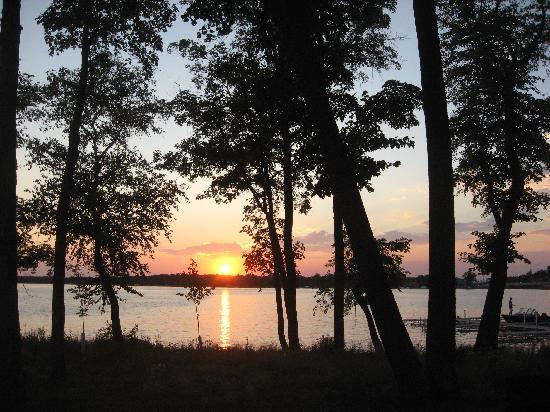 Best Western Premier The Lodge on Lake Detroit : Sunset at The Lodge
