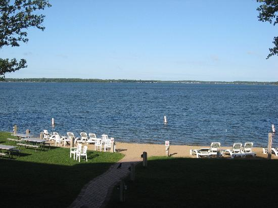 Best Western Premier The Lodge on Lake Detroit : Morning beach at The Lodge