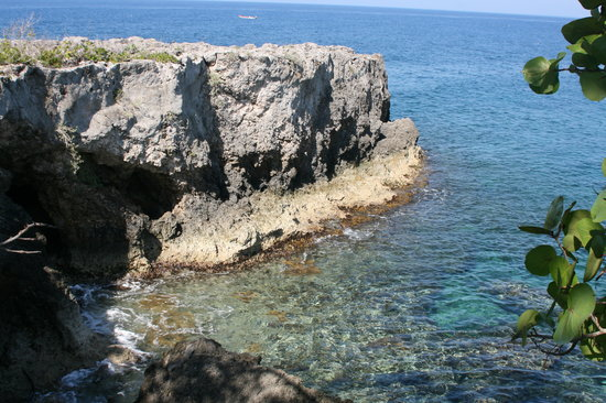 Negril Cliffs: Clear Caribbean Ocean