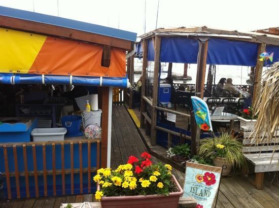 Island Cafe: casual & fun!