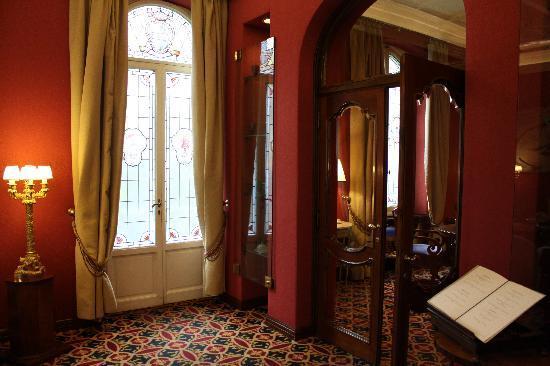 Hotel Regency: Entryway to Hotel