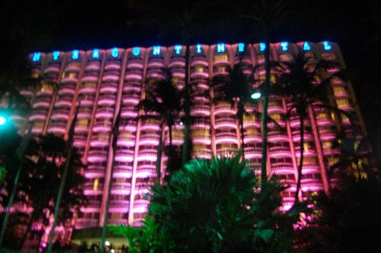 Embassy Suites by Hilton San Juan Hotel & Casino : Beautiful at night