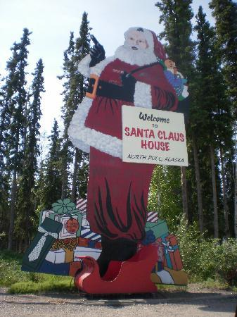 North Pole, Αλάσκα: The largest Santa in the world