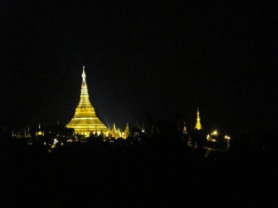 The Kandawgyi Palace Hotel: de nuit