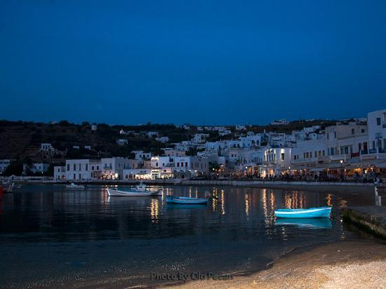Mykonos, Grecja: Take a walk in the evening