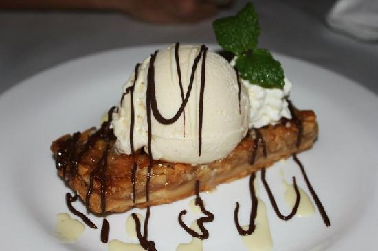 Jackie Rey's Ohana Grill : The delcious Mac Nut cookie bar dessert