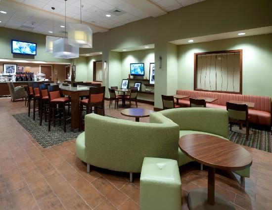 Hampton Inn & Suites Winston-Salem / University Area: Lobby