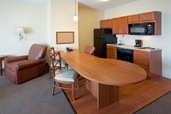 Candlewood Suites Extended Stay: Full Kitchen Suites
