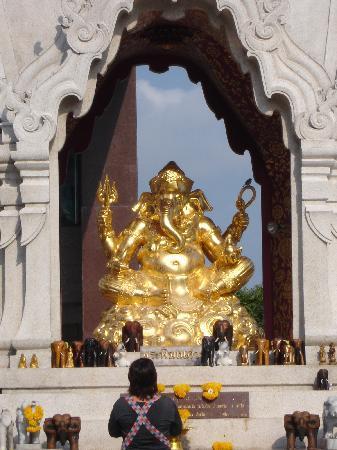 Bangkok, Tailandia: CENTRAL WORLD SHRINE