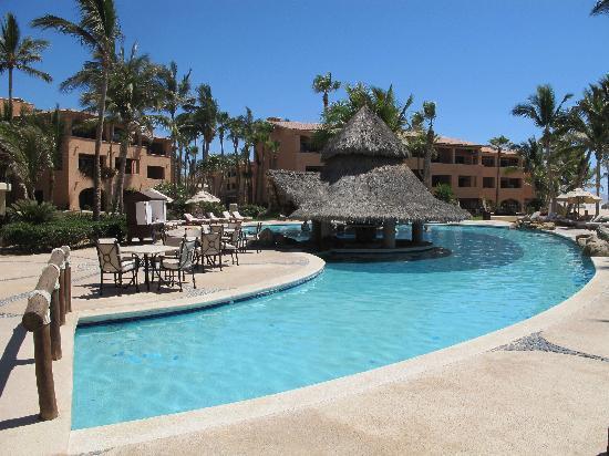 Krystal Grand Los Cabos Hotel: pool and hotel