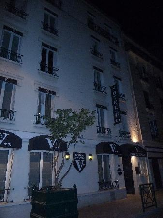 Vincennes, Francia: Front of the hotel