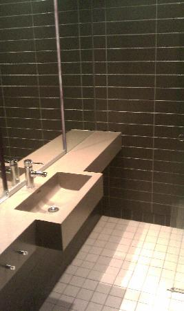 Comfort Hotel Square: bathtub