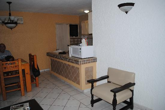 Suites Lindamar: Our kitchen/dining area