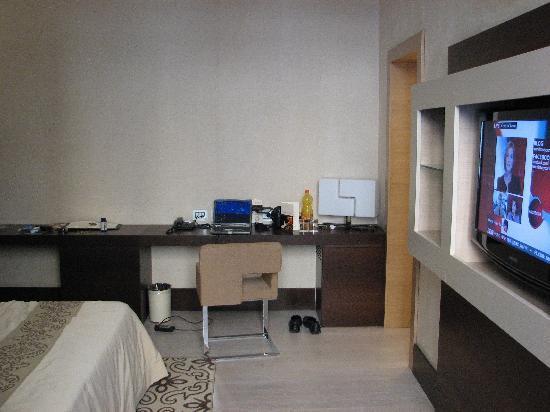 ไรซอร์จิเม็นโต รีสอร์ท: Additional view of bedroom.