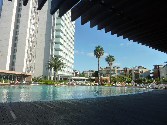 Aqualuz Suite Hotel Apartamentos: at the pool