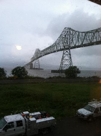 Motel 6 Astoria: View of bridge from second floor room