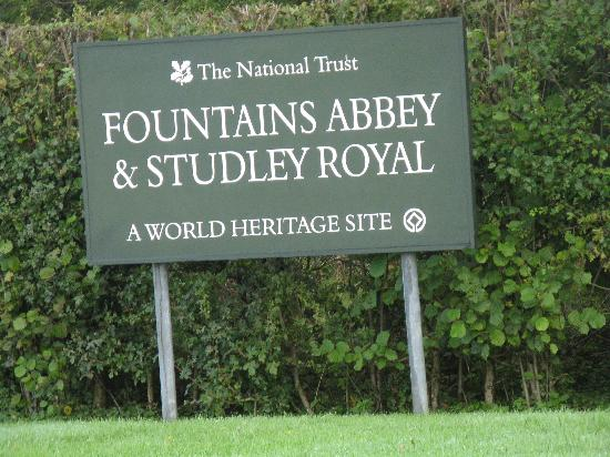 Fountains Abbey and Studley Royal Water Garden: Fountains Abbey and Studley Royal