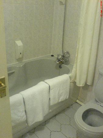 Quality Hotel Coventry: Bathroom