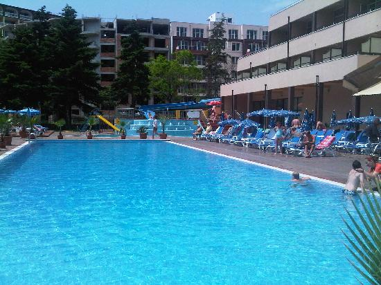 Laguna Park Hotel: pool area