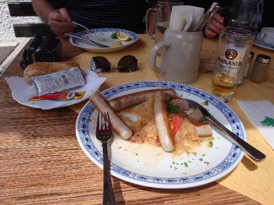 Restaurant Wolf: Sausage & Kraut Plate