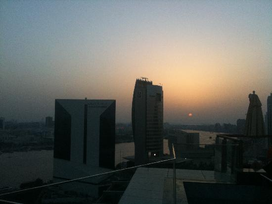 Hilton Dubai Creek: sun down from the pool