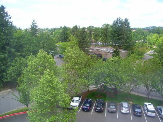 Hilton Garden Inn Portland/Lake Oswego: Parking lot