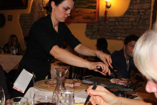 Mangiafuoco Bracerie: Rina preparing our steak