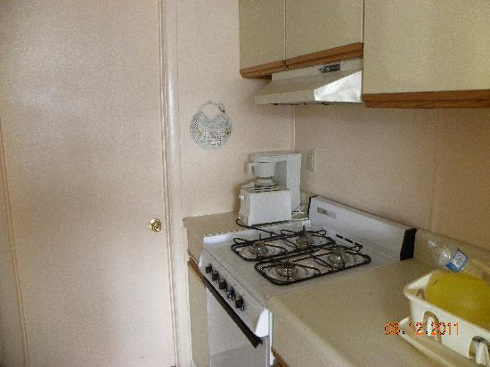 Monterey Resort: Kitchen