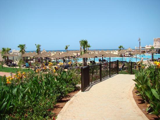 Hotel Riu Touareg: facing towards the beach