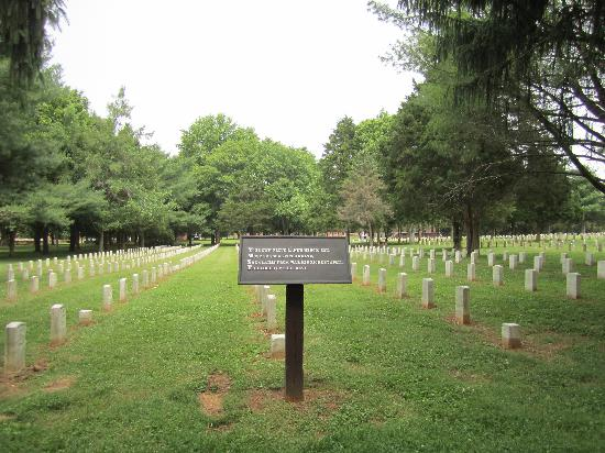 Stones River National Battlefield: Cemetery