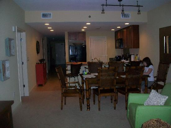 Sterling Breeze: Dining room, kitchen from living room