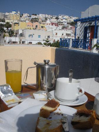 Alizea Villas & Suites: Breakfast on the balcony