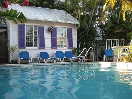 Marrero's Guest Mansion: Pool, looking towards Room 14