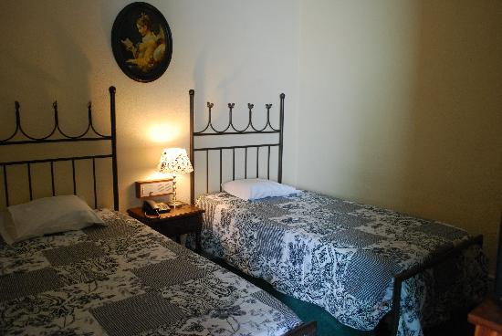 Residencia LIS B&B and Parking: Twin bedroom