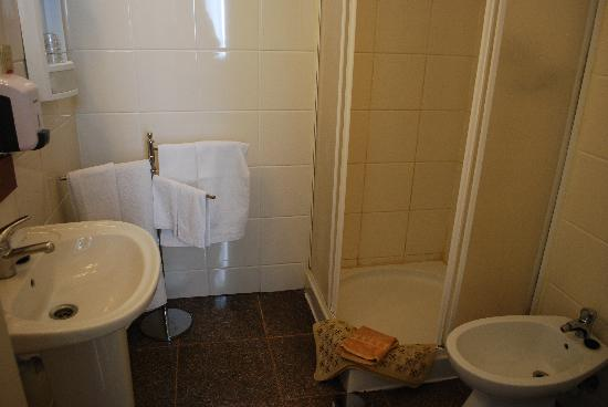 Residencia LIS B&B and Parking: Ensuite bathroom