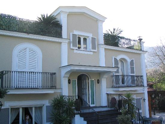 Villa Adriana Guesthouse Sorrento: Front Entrance